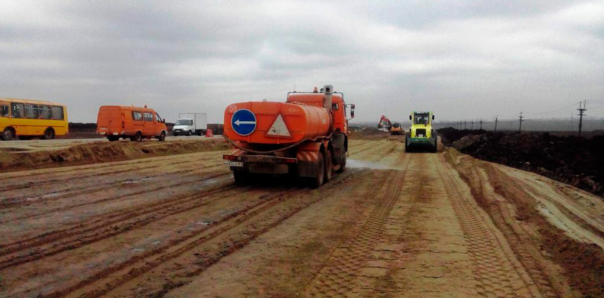 Федеральную трассу Ростов-Таганрог укрепляют геотекстилем