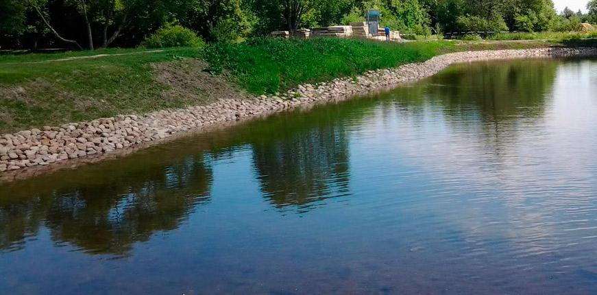 Красивый берег водоема