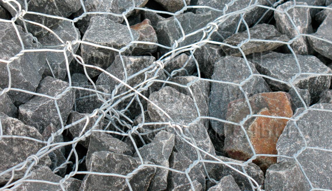 Матрац сетчатый с камнями